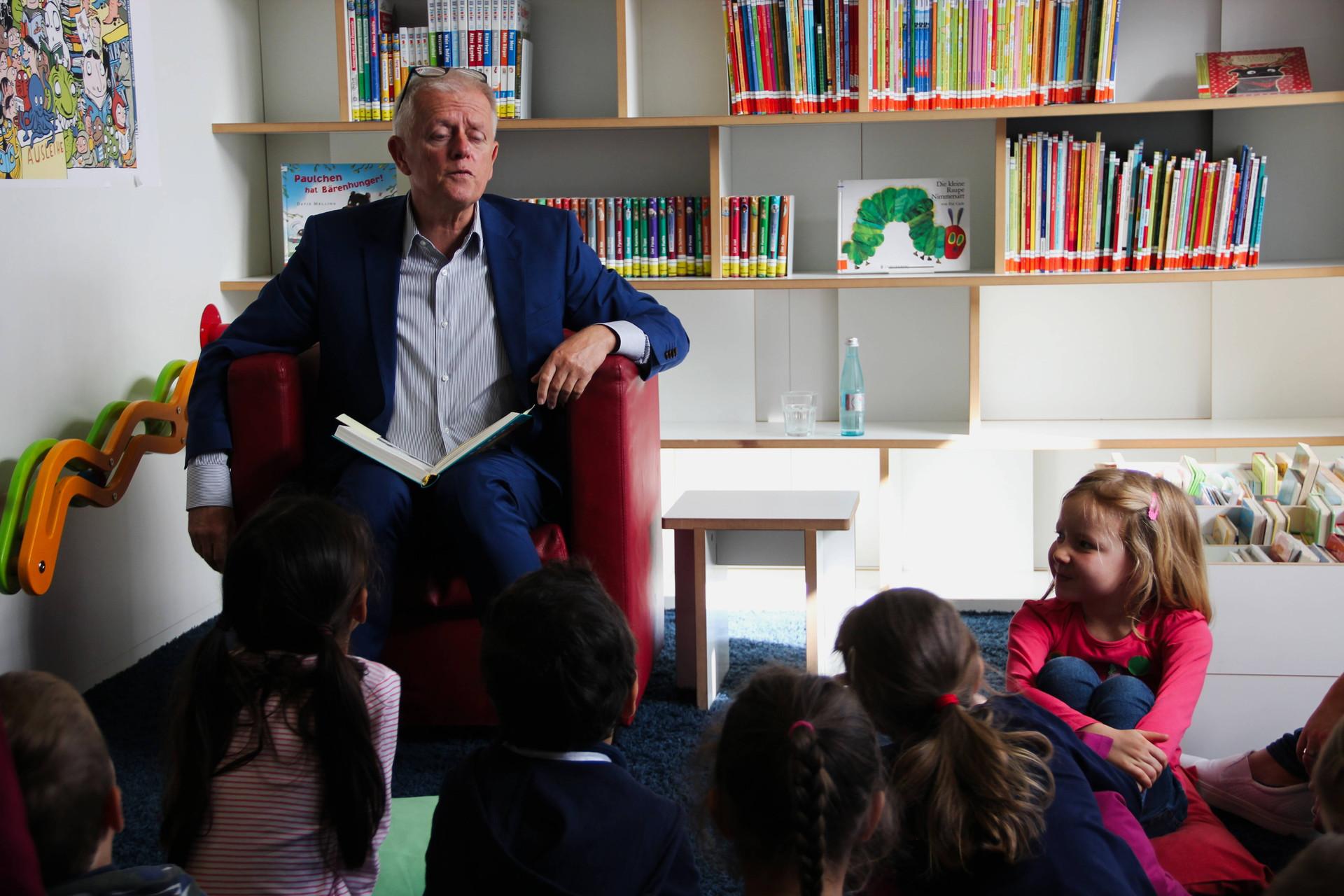 Leseohren OB Fritz Kuhn liest vor