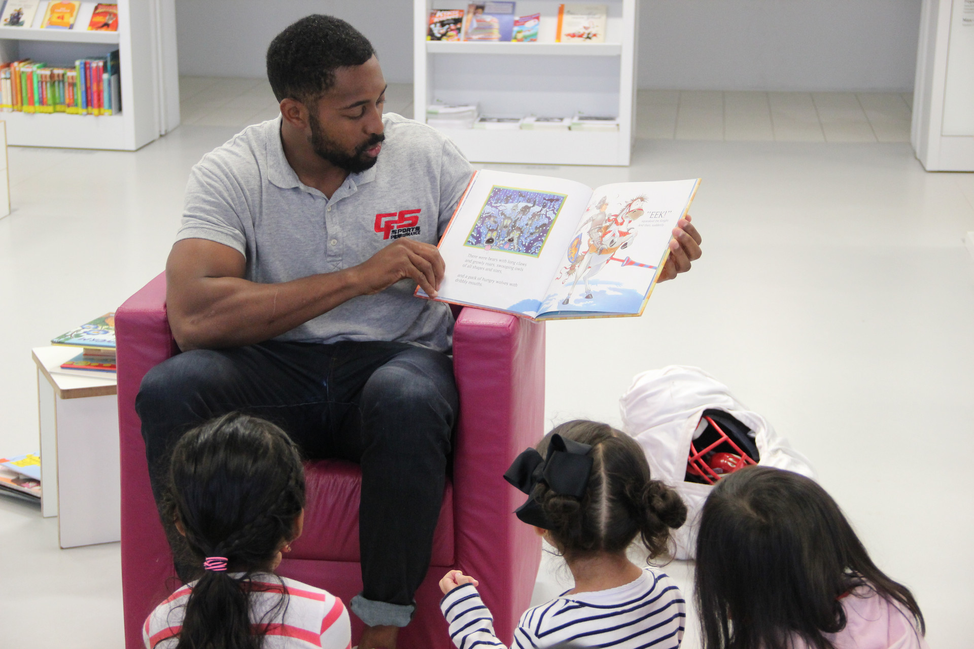 Stuttgart Scorpions lesen vor Stadtbibliothek