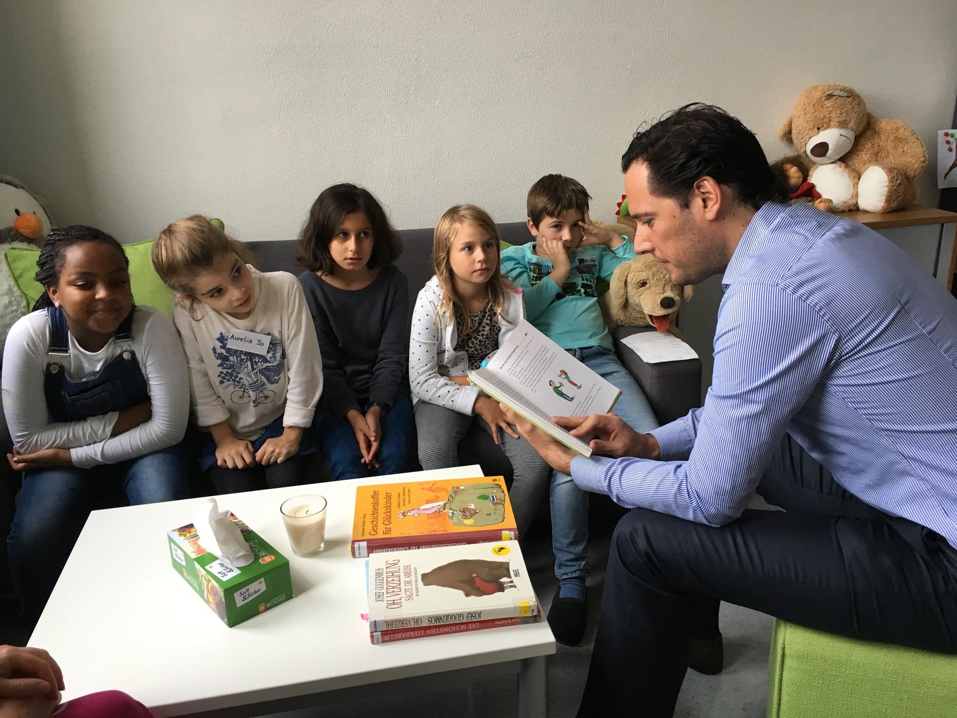 Bürgermeister und Stadträte lesen vor Stuttgart leseohren