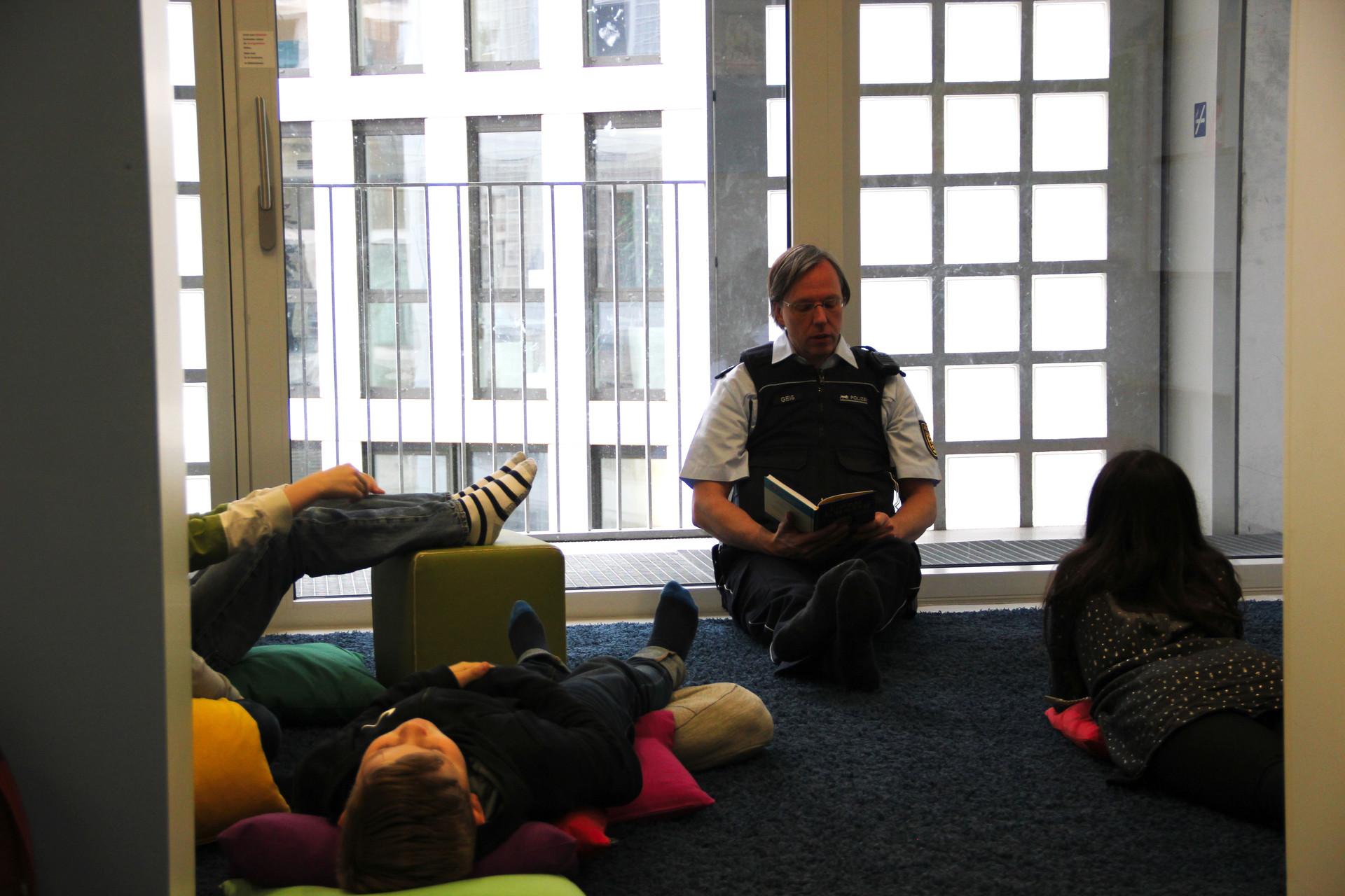 Polizeikommissare lesen vor